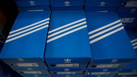 Mediante convergencia carbón  Adidas pierde el monopolio de las tres rayas y cualquier empresa podrá  utilizarlas